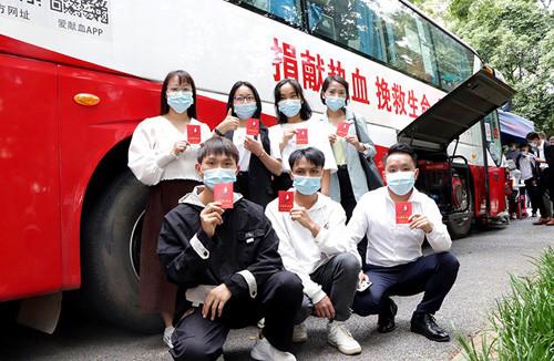 第十八届完美百城千店万人献血昆明站进行 直销100